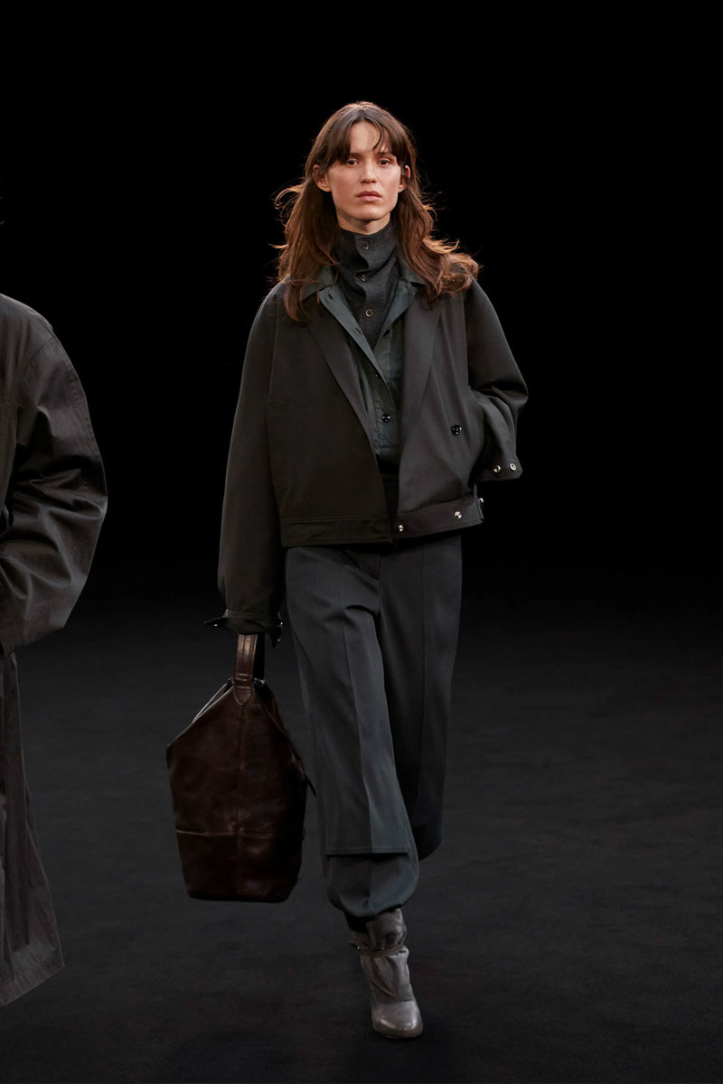 christophe-lemaire-sarah-linh-tran-fw21-collection-11.jpg