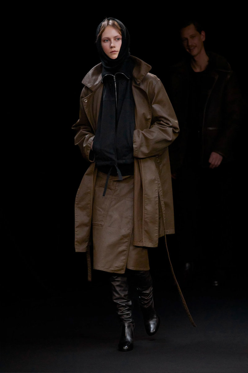 christophe-lemaire-sarah-linh-tran-fw21-collection-35.jpg