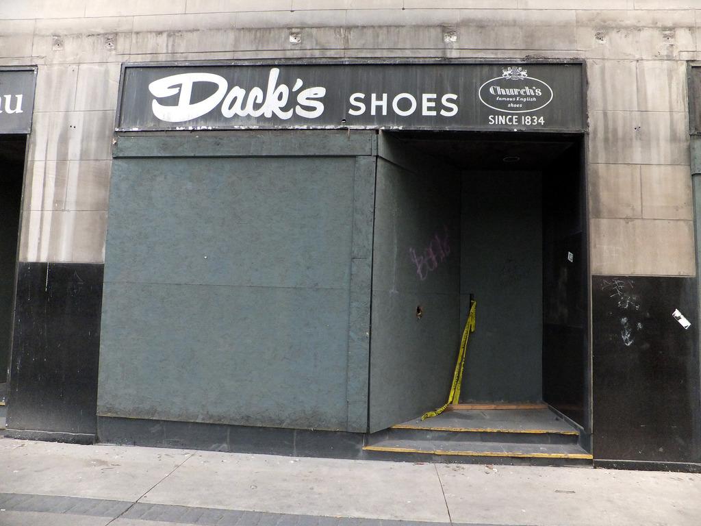 dacks closed.jpg