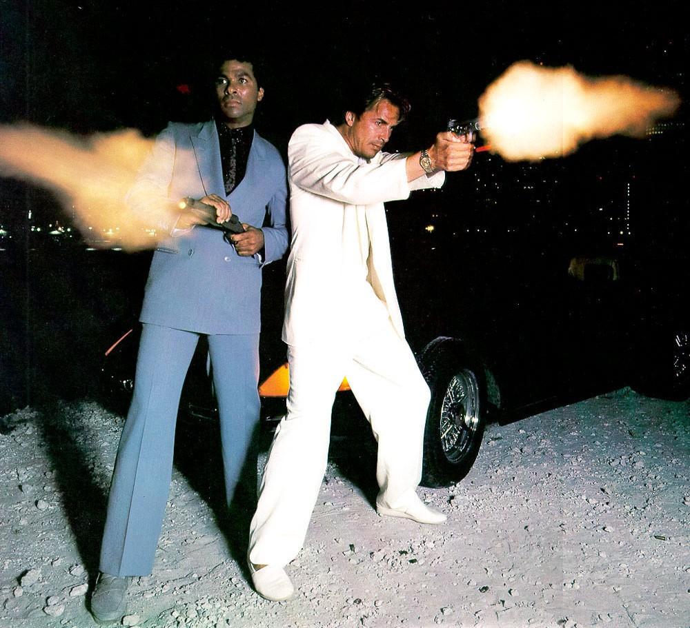 Miami-Vice-Detective-Ricardo-Tubbs-James-Crockett-Suits-Guns-Beach-Picture-e1436195010709.jpg