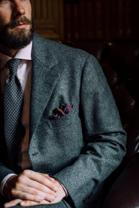 Panico-shoulder-detail-suit-bespoke-467x700.jpg