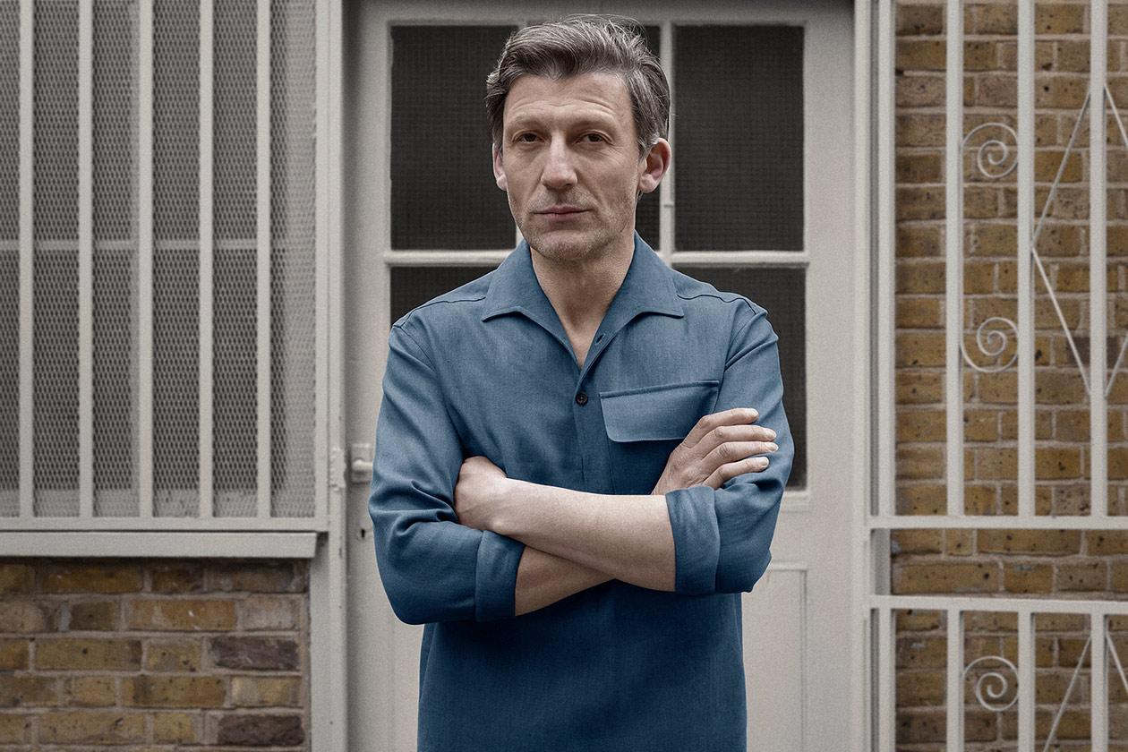popover-shirt-linen-suiting-blue-worn-1s@2x.jpg