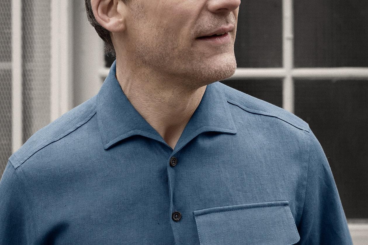 popover-shirt-linen-suiting-blue-worn-4s@2x.jpg