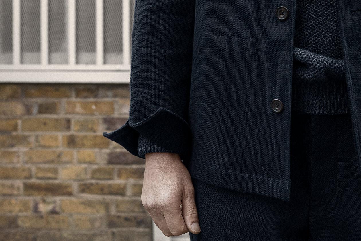 pyjama-top-linen-burlap-dark-navy-worn-4s@2x.jpg