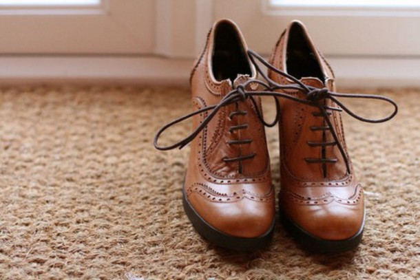 sb4x0n-l-610x610-shoes-vintage-old+school-brown-laces-girl+shoes-old-tumblr-boots+laces-old+fa...jpg