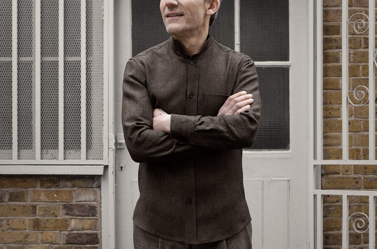 shirt-granddad-linen-oxford-bister-worn-1s@2x.jpg