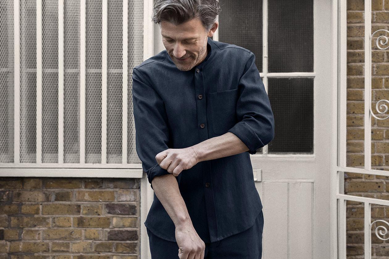 shirt-granddad-linen-suiting-dark-navy-worn-1s@2x.jpg
