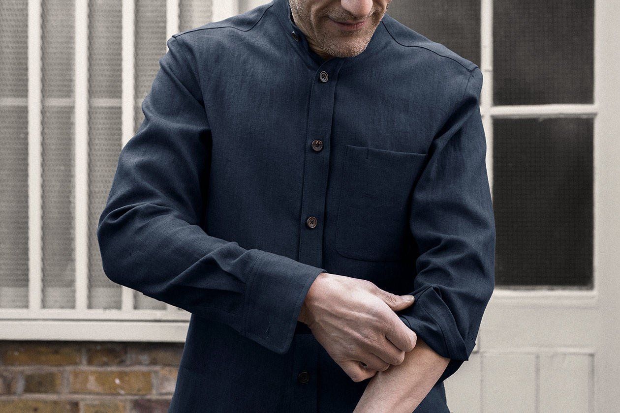 shirt-granddad-linen-suiting-dark-navy-worn-2s@2x.jpg