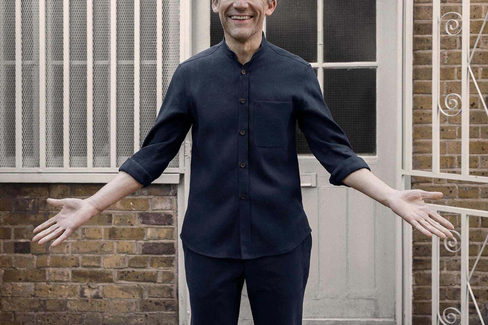 shirt-granddad-linen-suiting-dark-navy-worn-5@2x.jpg