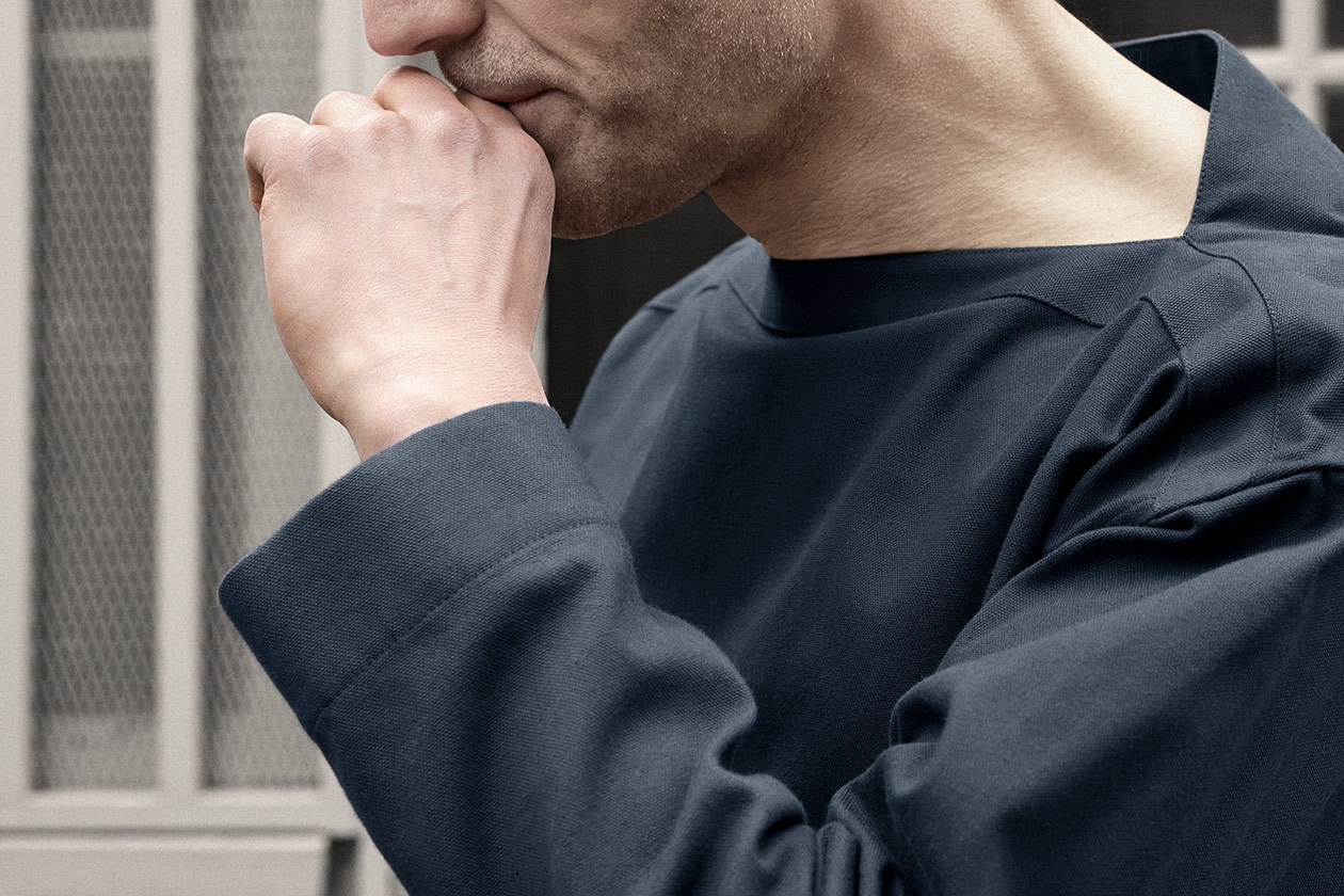 smock-cotton-panama-marine-worn-5s@2x.jpg