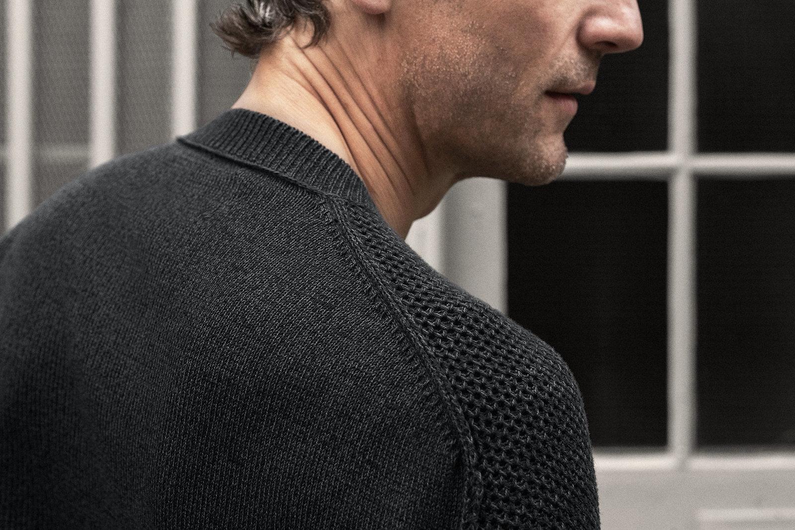v-neck-cotton-carbon-grey-worn-1@2x.jpg