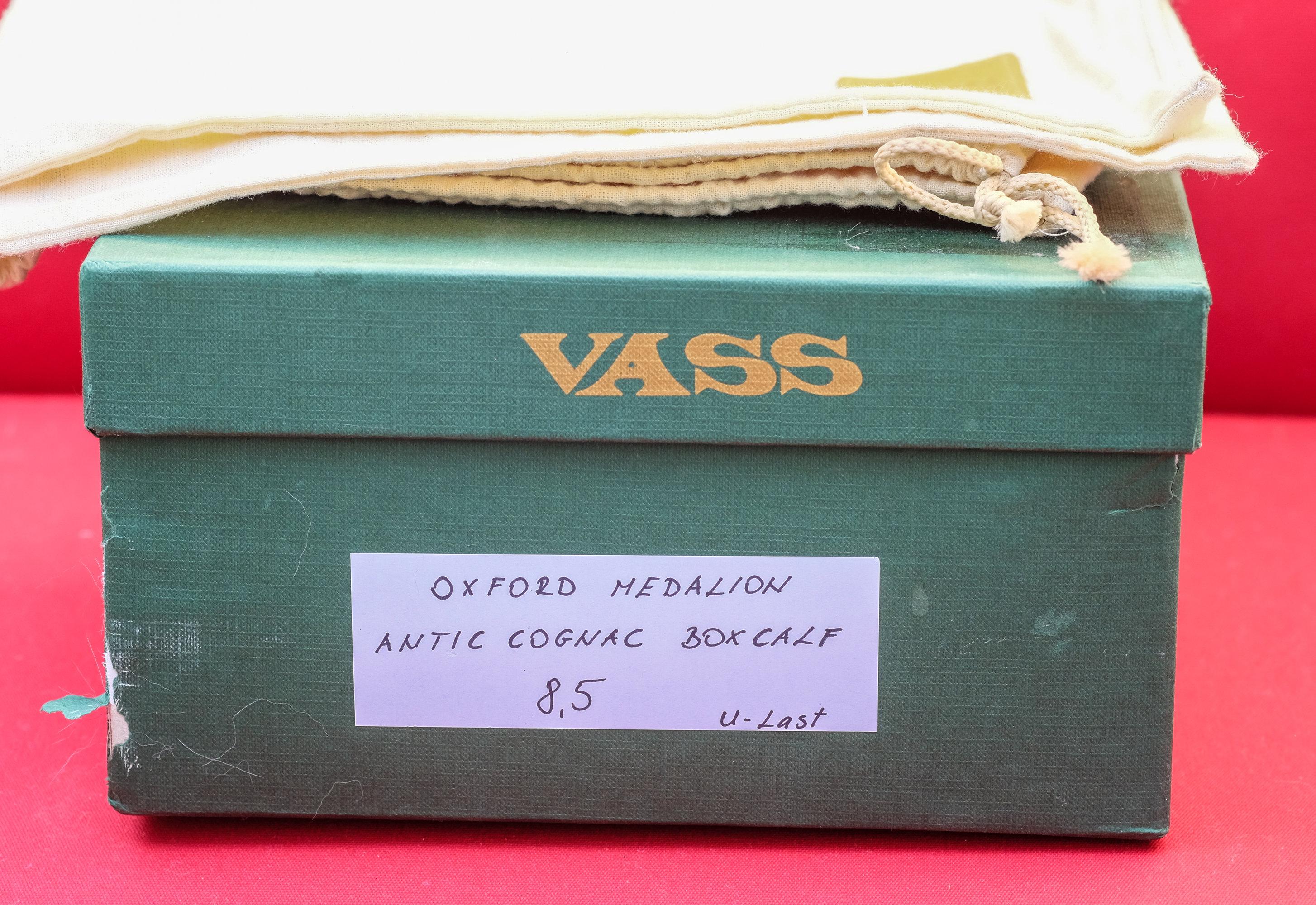 Vass Oxford w Medallion in Antic Cognac Box Calf.jpg