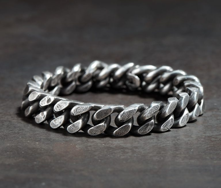 werkstatt-munchen-bracelet-curb-chain-tool-traces-silver-m2300-01-768x656.jpg