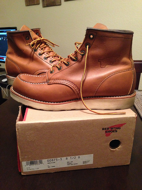 VERY Near Brand New Red Wing 875 Boots