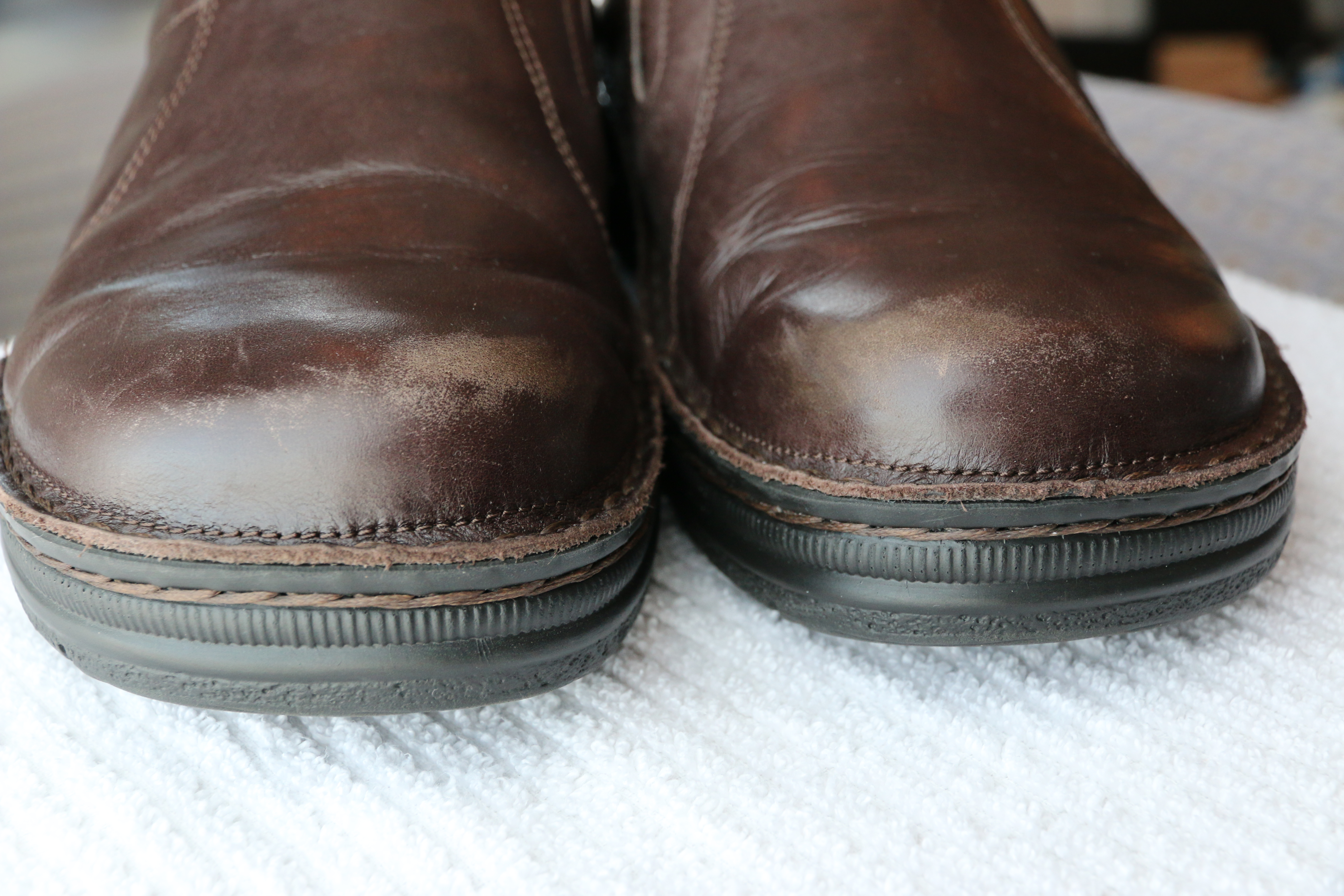 how to clean scuffed leather shoes