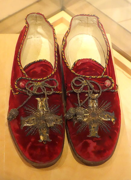 File source: http://commons.wikimedia.org/wiki/File:Italian_shoes_worn_by_Pope_Benedict_XV_in_the_years_1914-1922,_shoes_made_1800-1823,_red_velvet_-_Bata_Shoe_Museum_-_DSC00149.JPG