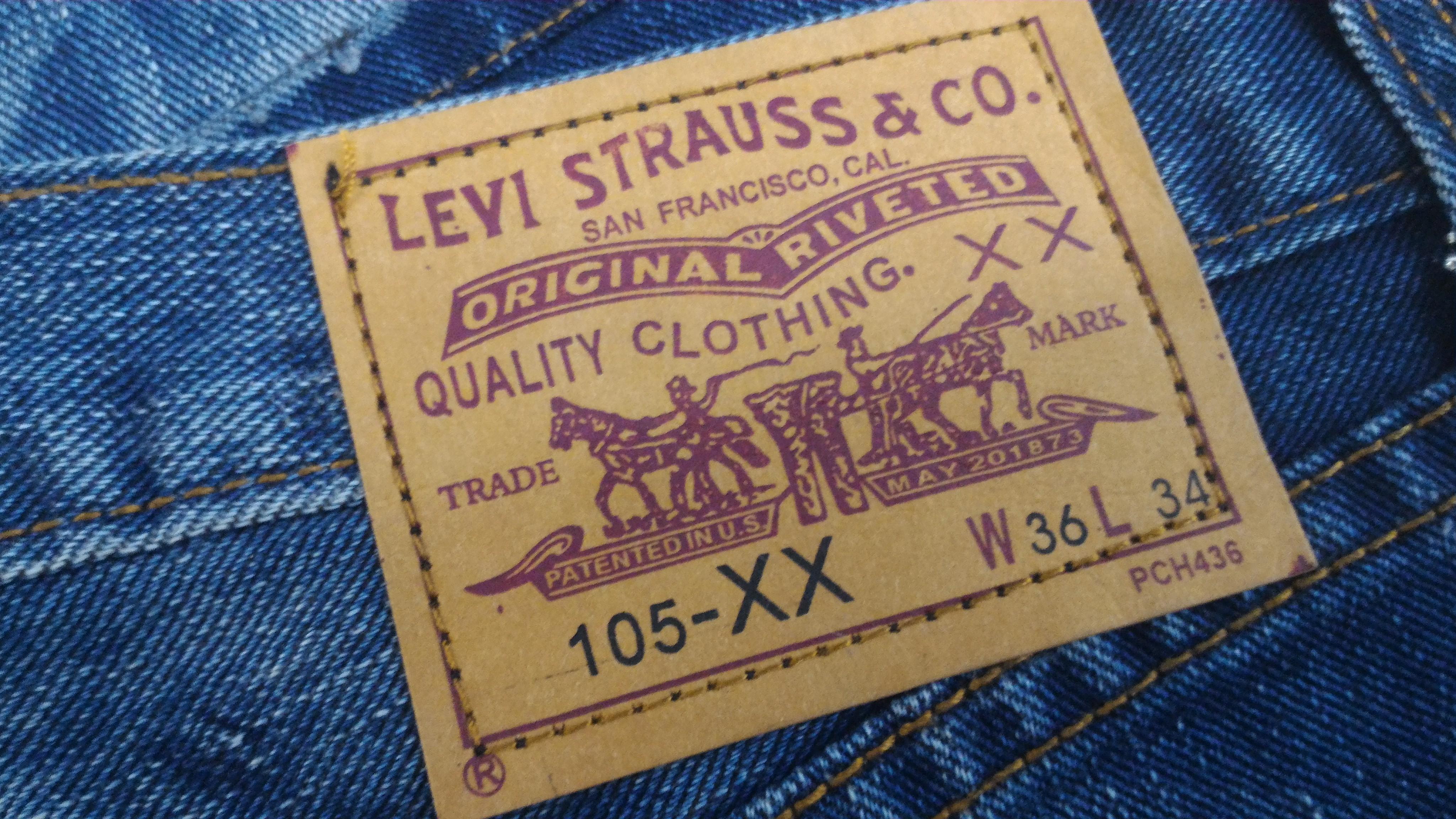 Super rare BNWT LEVIS X Kaws Original Fake jeans