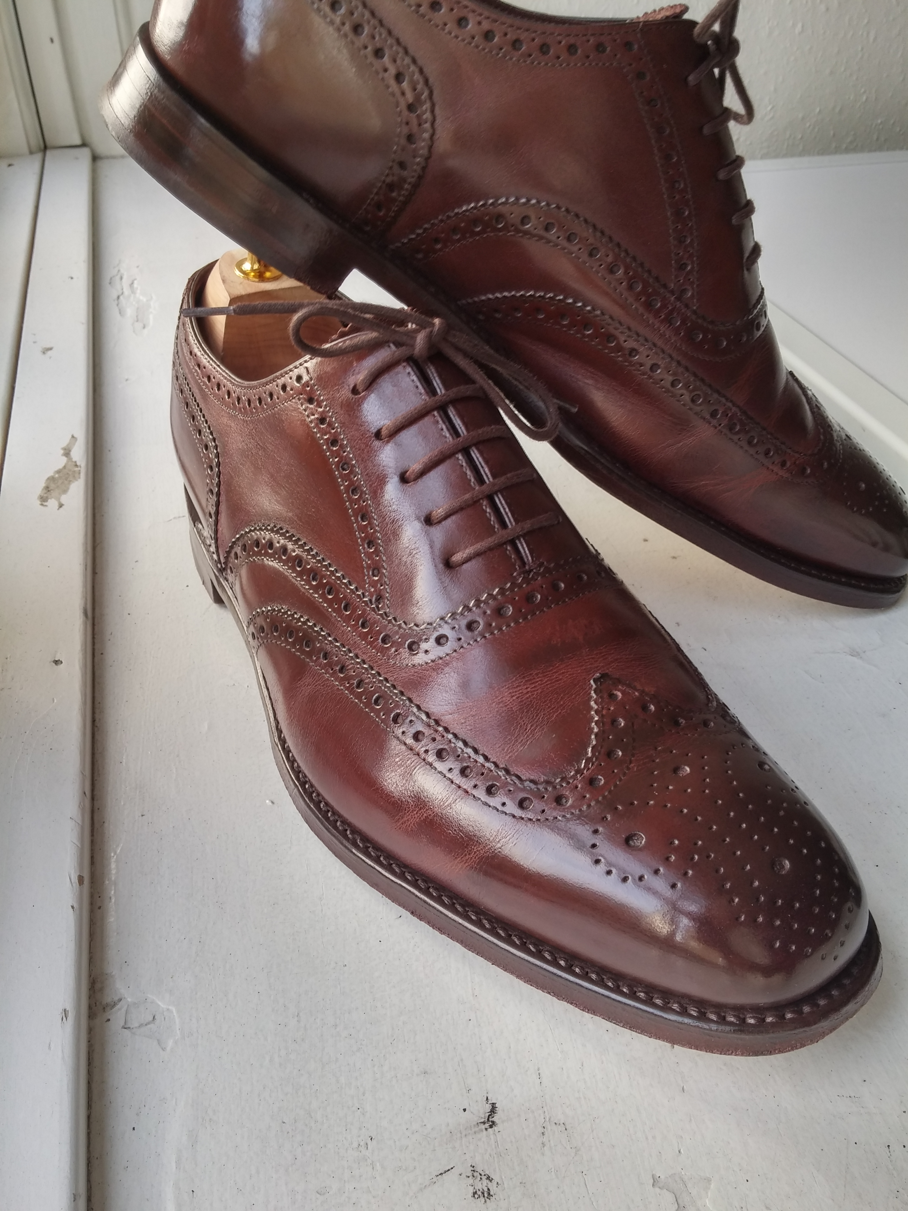 Loake 1880 Buckingham Dark brown. Polished with burgandy saphir shoe polish for almost a year.