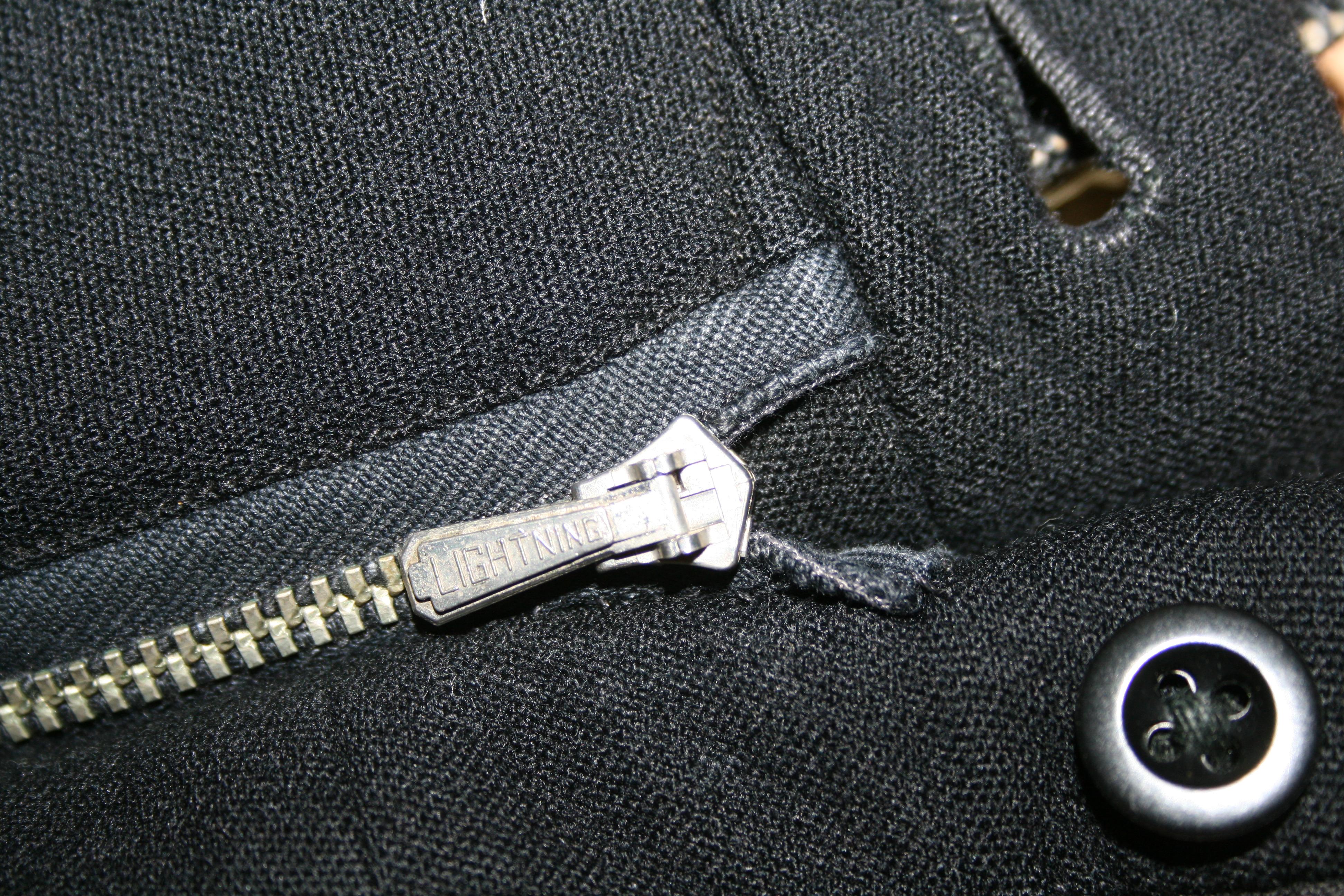 Lightning zipper