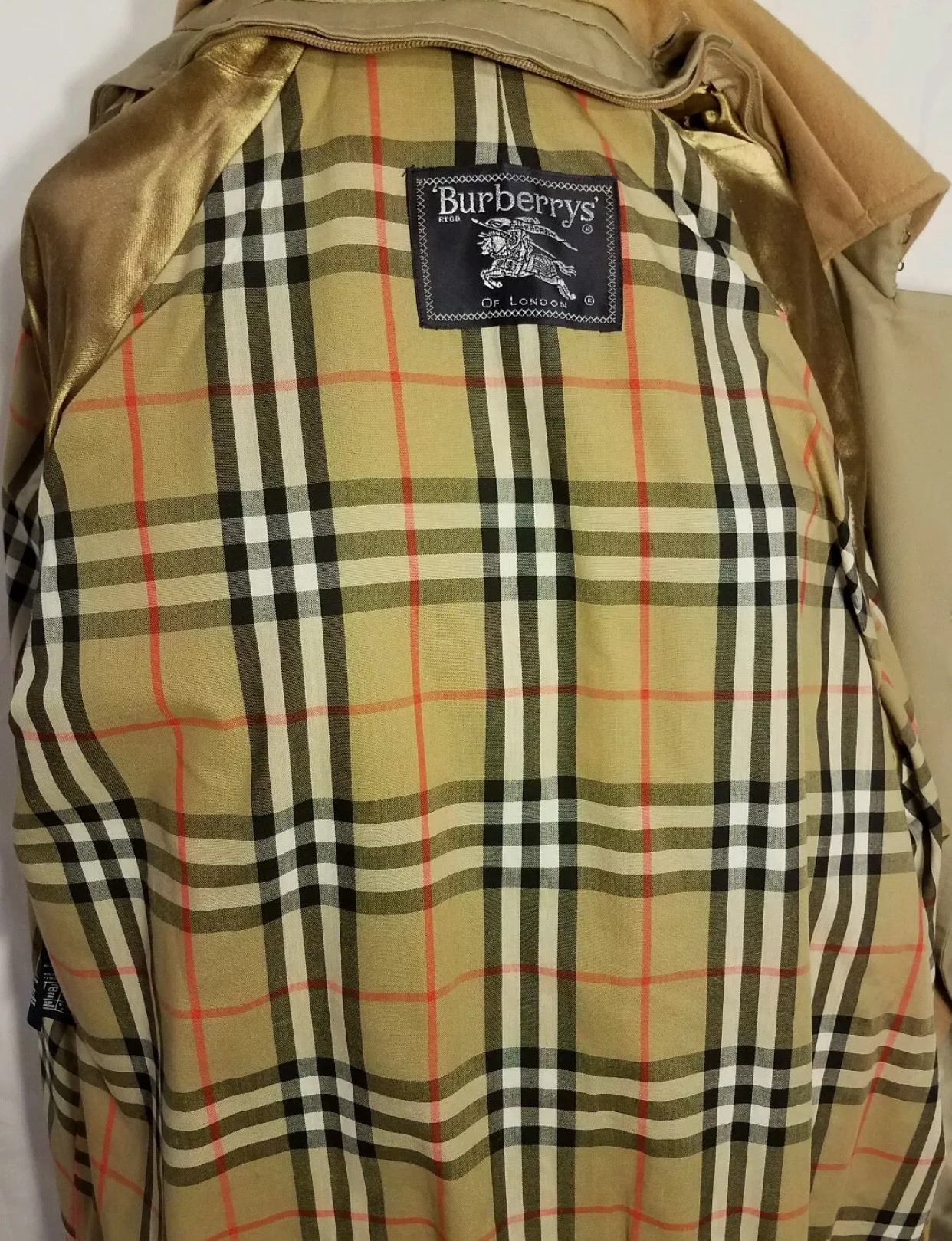 burberrys trench coat fake