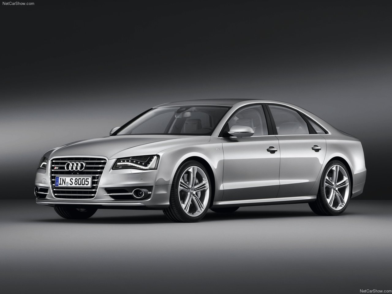 2013-Audi-S8-1.jpg