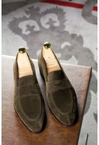 carmina-simpson-loafer-brown-suede-3-4-s.jpg