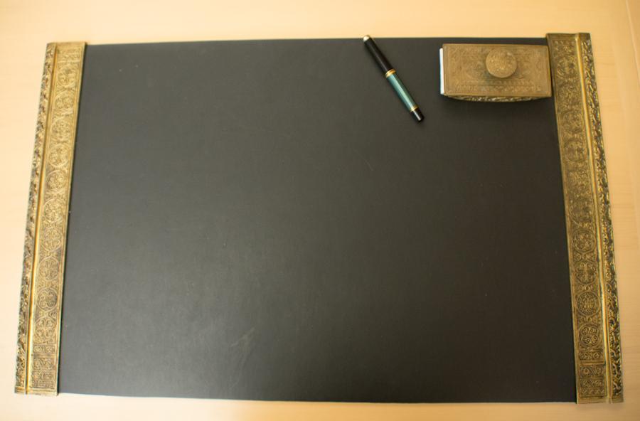 desk (5 of 6).jpg
