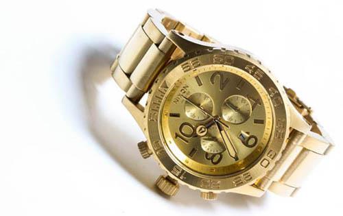 nixon_42_20_gold_watch_01.jpg