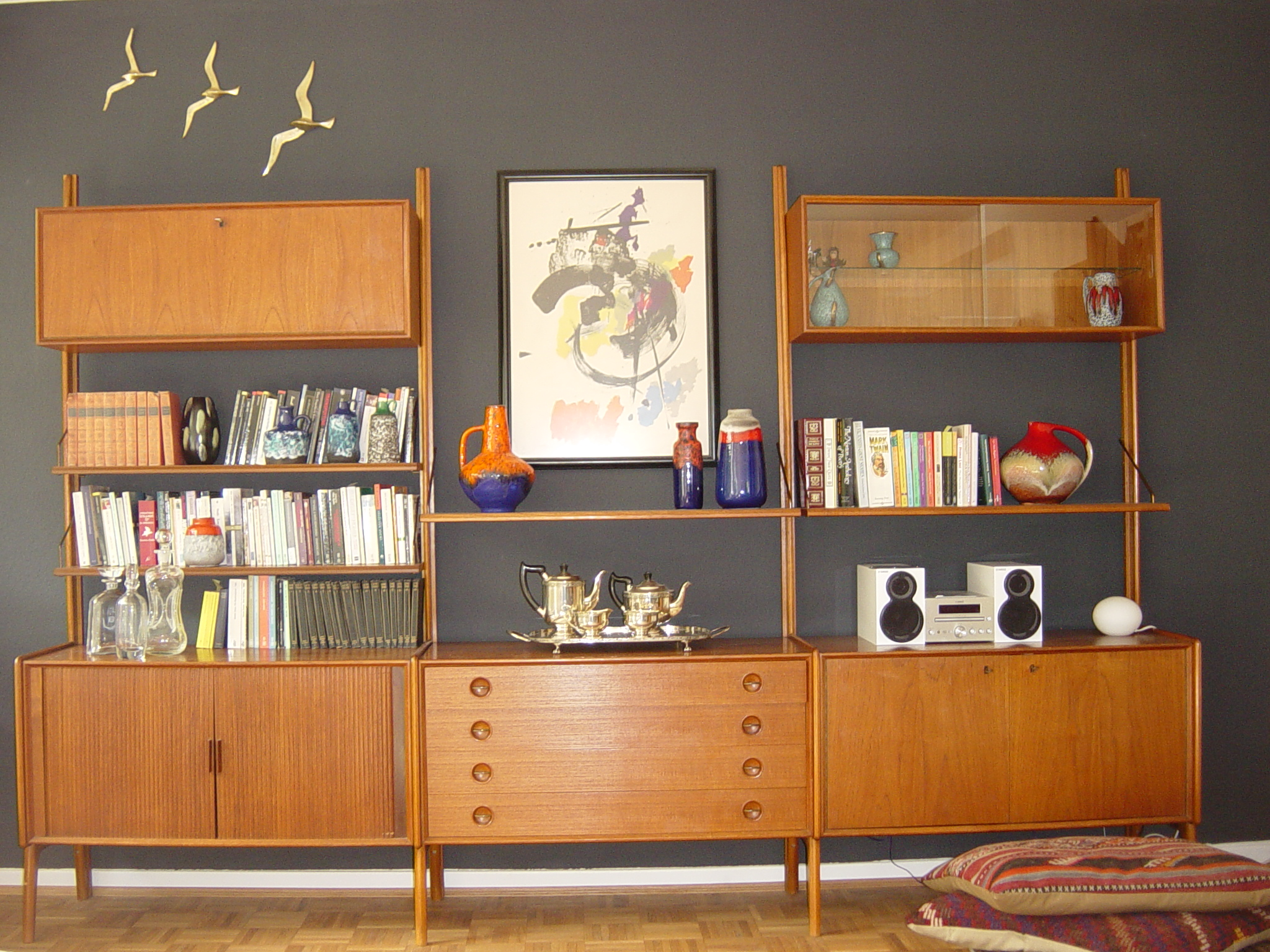 cadovius-style-shelf-and-dining-area-sept-2011-011.jpg