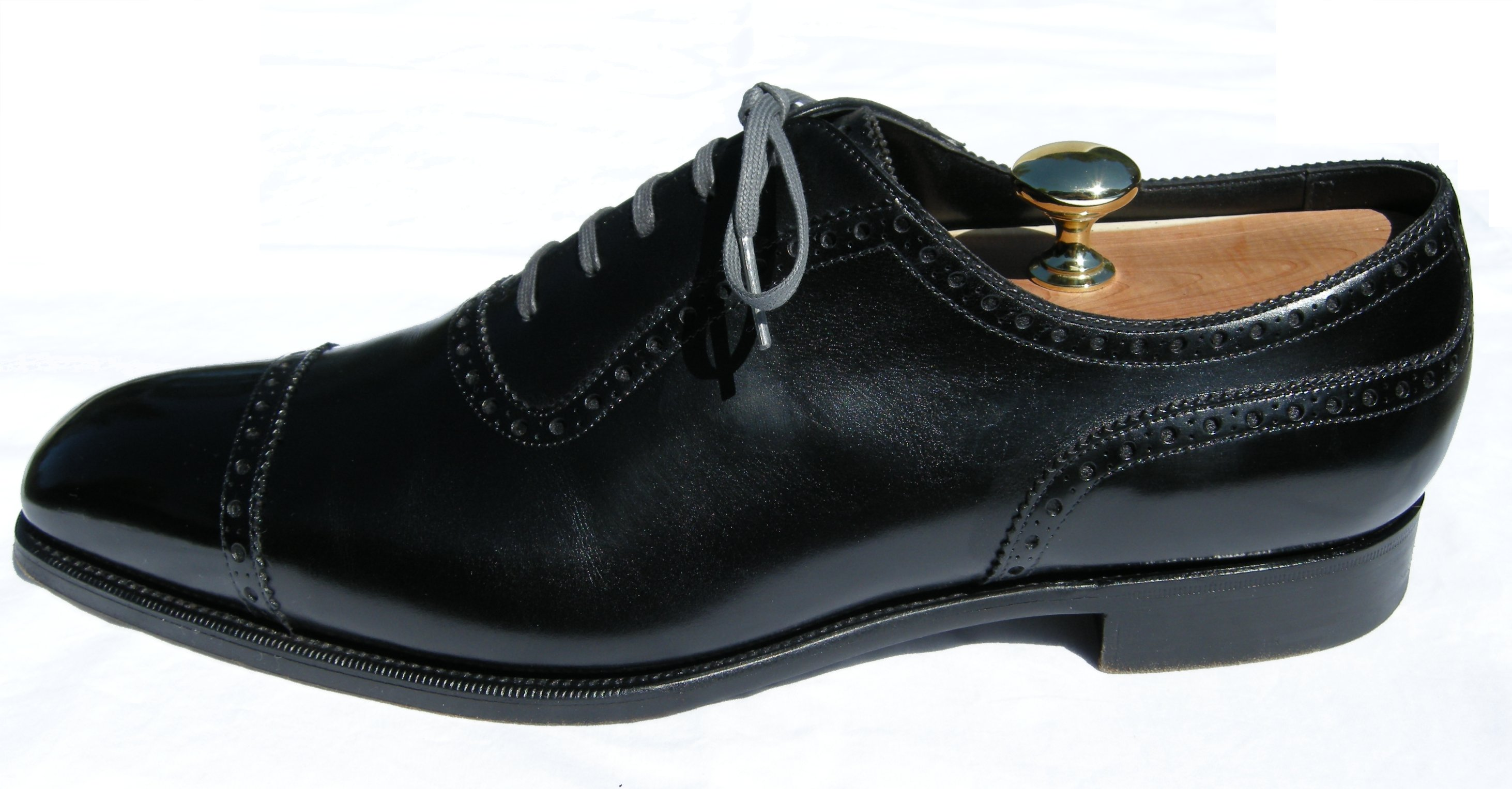 What's the opinion on colored shoe laces for dress shoes