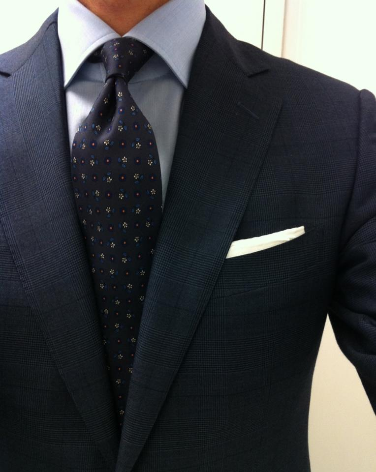 What 39 s the right tie width for me styleforum for Shirt color navy suit