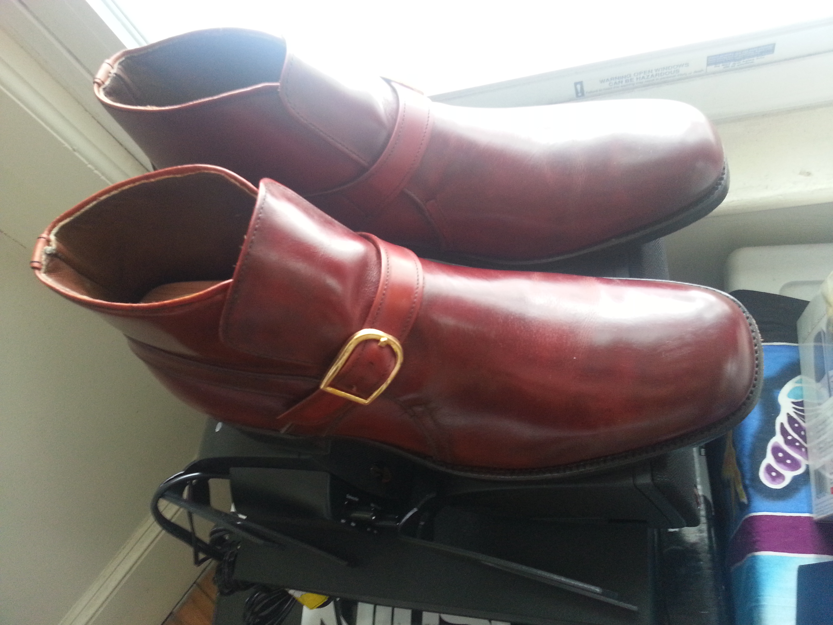 homemade shoe polish In this quick tutorial, we will showcase how to polish shoes to a mirror shine using  five easy hacks that are sure to improve your shoeshine.