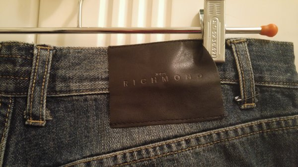 richmond-jeans-distressed-03.jpg
