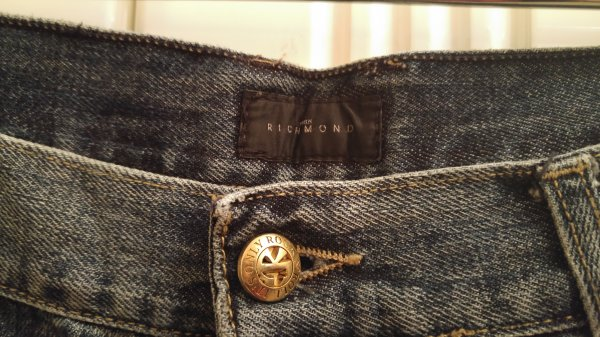 richmond-jeans-distressed-06.jpg