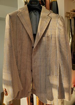 36/46 Cesare Attolini houndstooth with blue windowpane