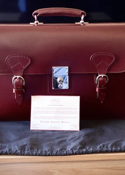 Swaine Adeney Brigg Westminster Short Strap Oxblood 6 Months Old MINT CONDITION