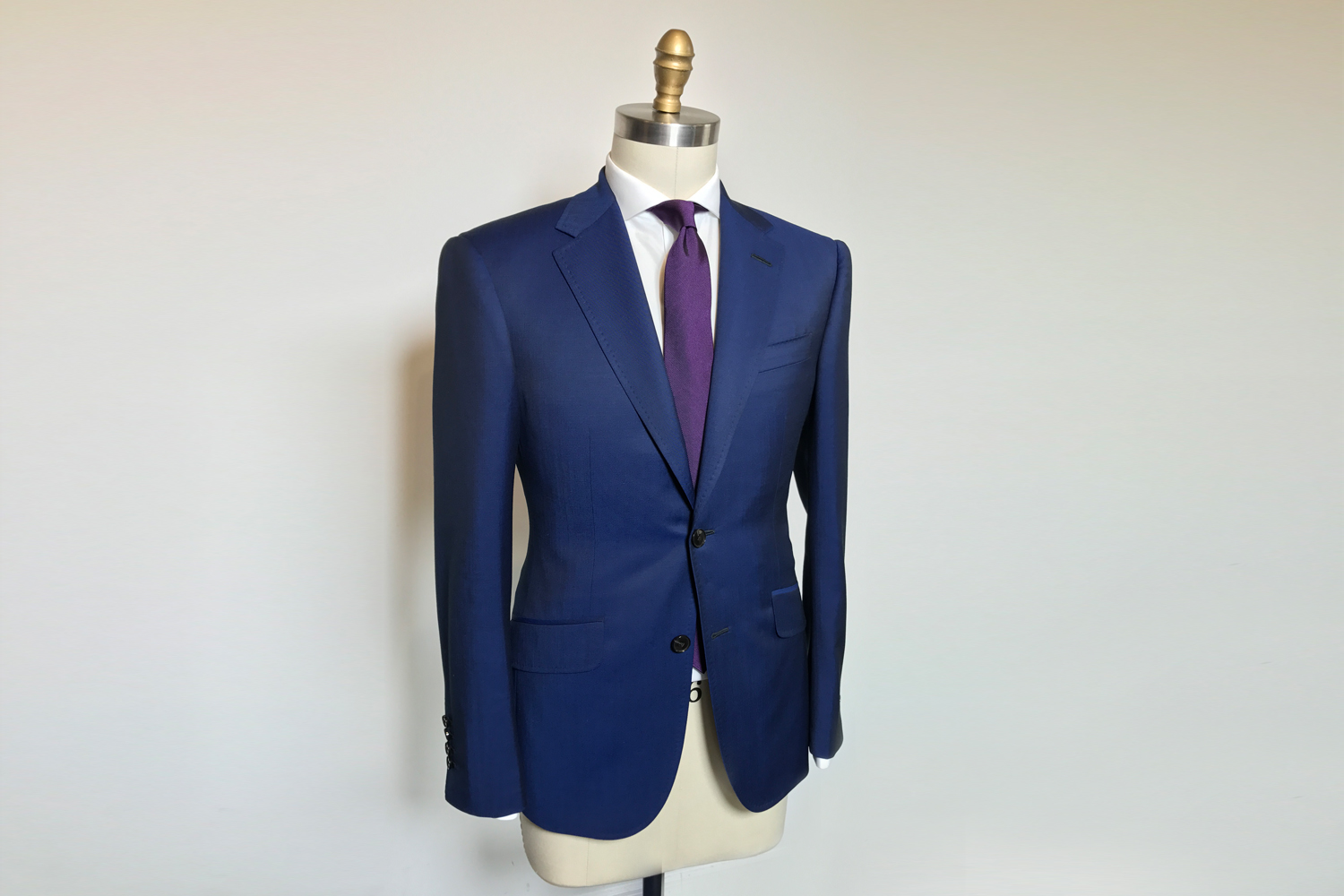 does anyone here have a suit made with scabal heroic fabric?