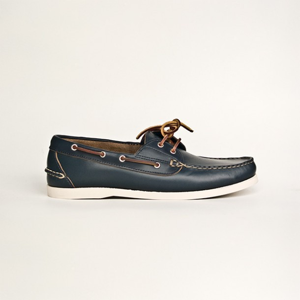 Navy Boat Shoes. What color laces?