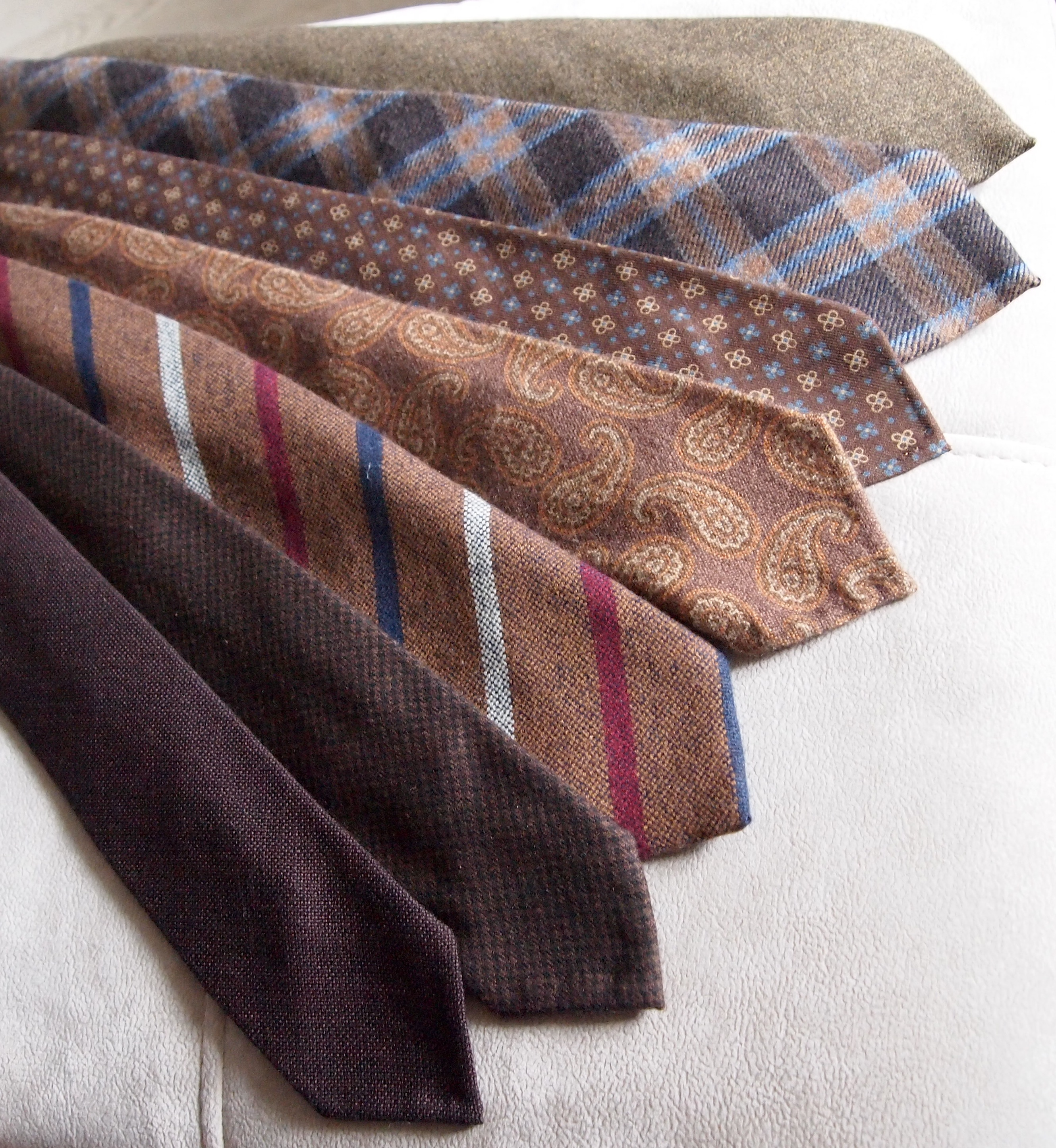 Soporific wool ties